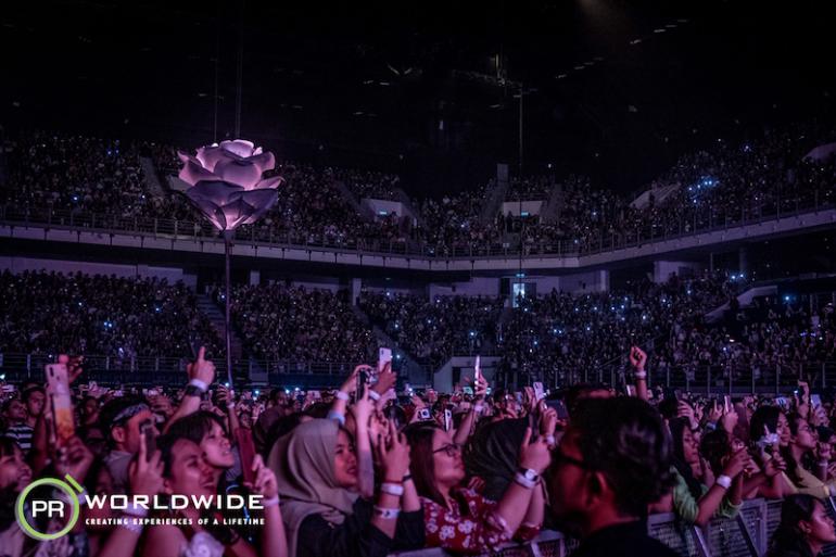Axiata_crowd_1